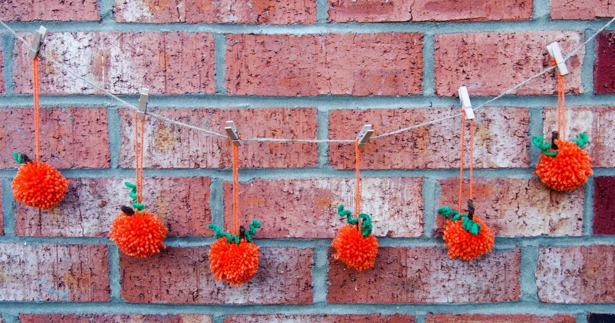 how-to-make-pom-pom-pumpkin-garland-facebook