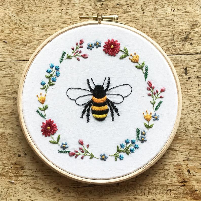 bee wreath pattern