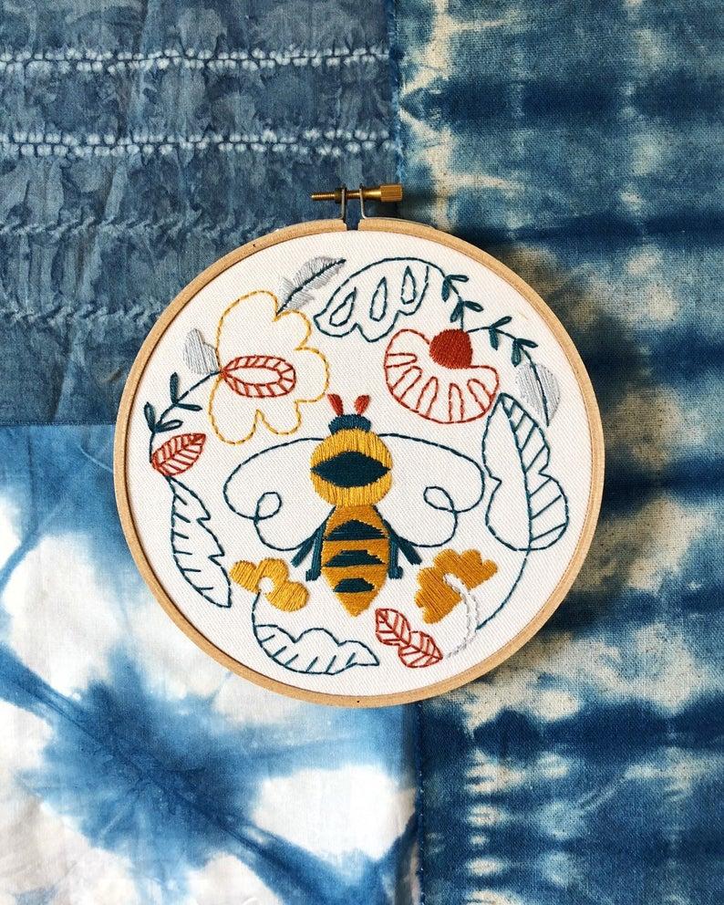 folk bee embroidery pattern