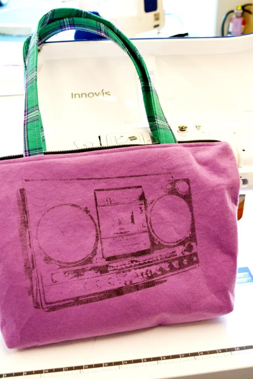 upcycled tshirt into zipper tote